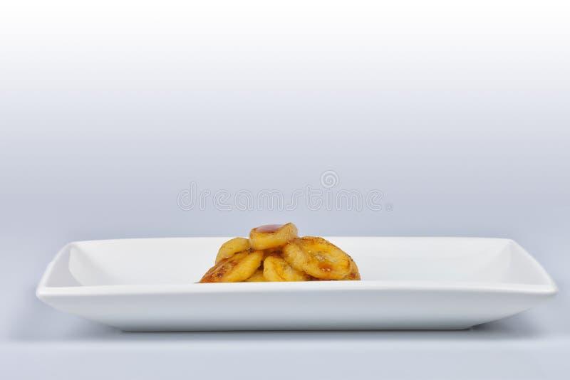 点心组成由油煎的香蕉切开了在切片和用液体 免版税库存图片