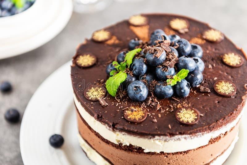 点心菜单比利时巧克力层状特制的糕饼 免版税库存照片