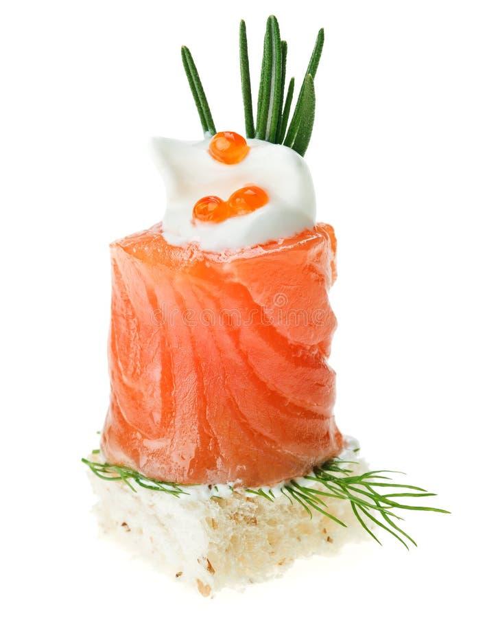 点心鱼子酱迷迭香salmonl多士 免版税库存照片