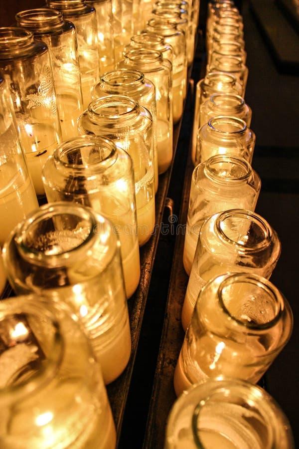 点燃圣徒的一个蜡烛 库存图片