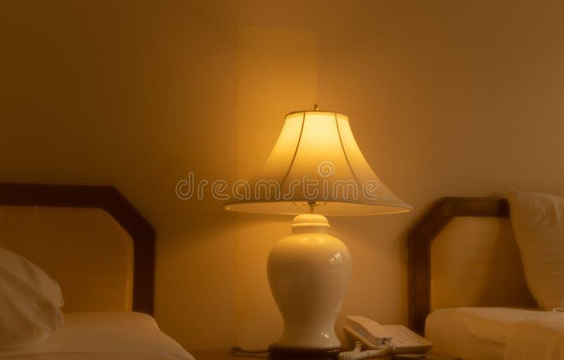 点燃在卧室是明亮的 图库摄影