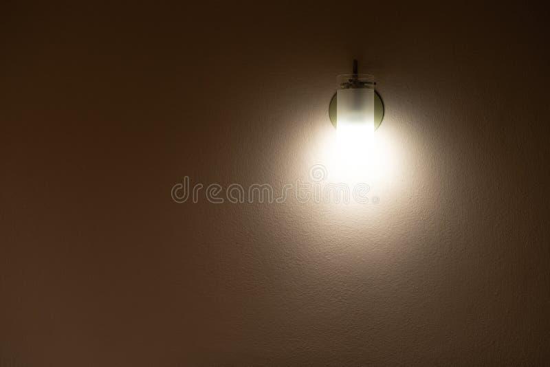 点燃在卧室是明亮的 库存图片