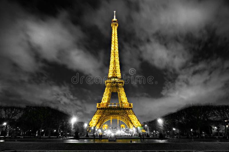 点燃埃佛尔铁塔,巴黎,法国。 免版税库存图片