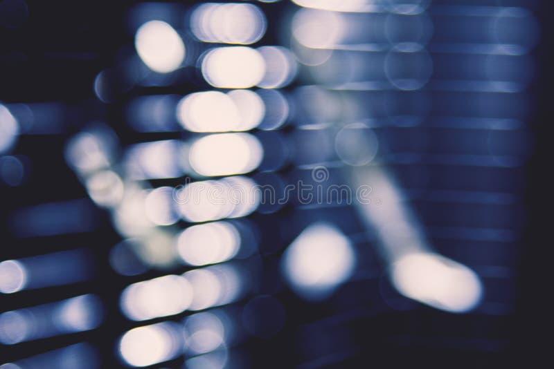 点燃数字式透镜火光强光,窗帘的城市抽象蓝色迷离点燃背景 库存照片