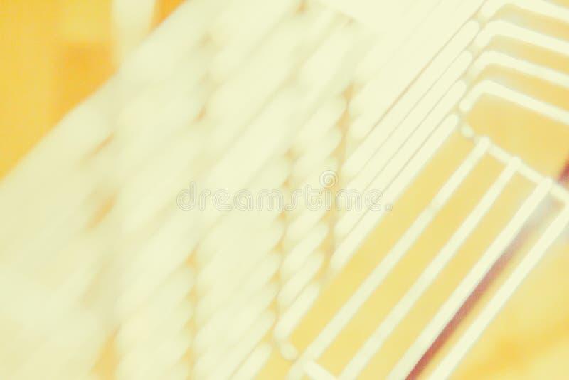 点燃数字式透镜火光强光,窗帘的城市抽象黄色迷离点燃背景 免版税库存照片