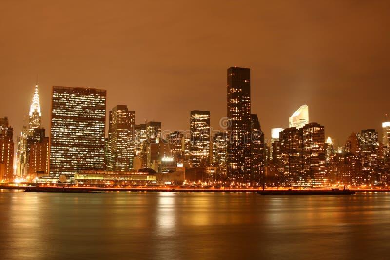 点燃曼哈顿中间地区晚上nyc地平线 免版税库存照片
