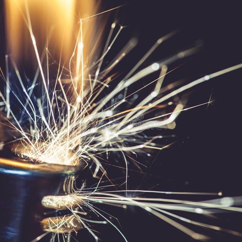 点燃火花的打火机 库存图片