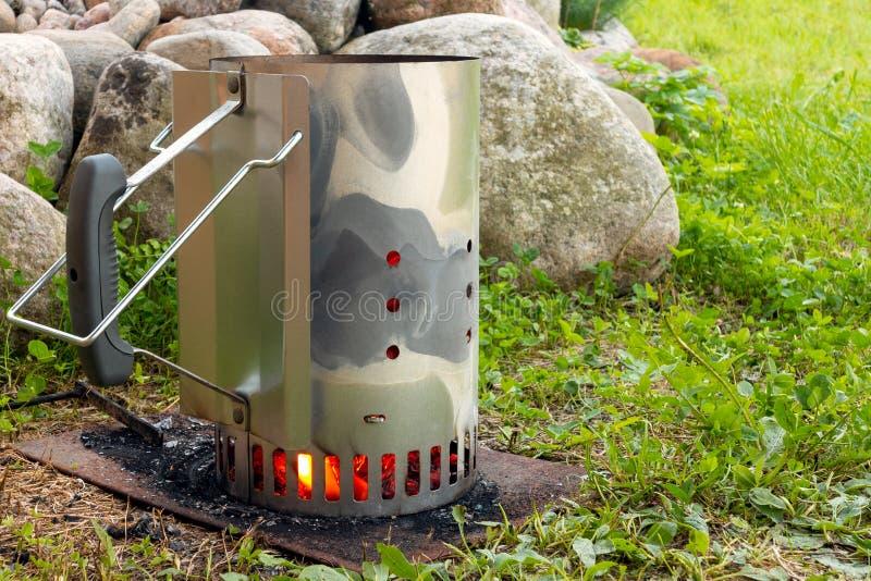 点燃煤炭的起始者烤的 图库摄影