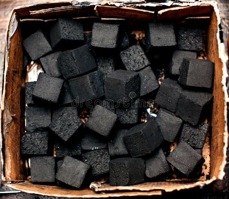 点燃的水烟筒煤炭 库存图片