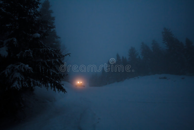 点燃路卡车冬天 图库摄影