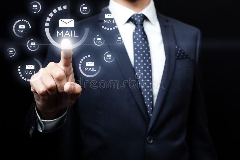 点击在电子邮件象的商人 库存图片