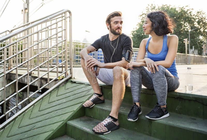锻炼体育健身锻炼赛跑者夫妇概念 免版税库存照片