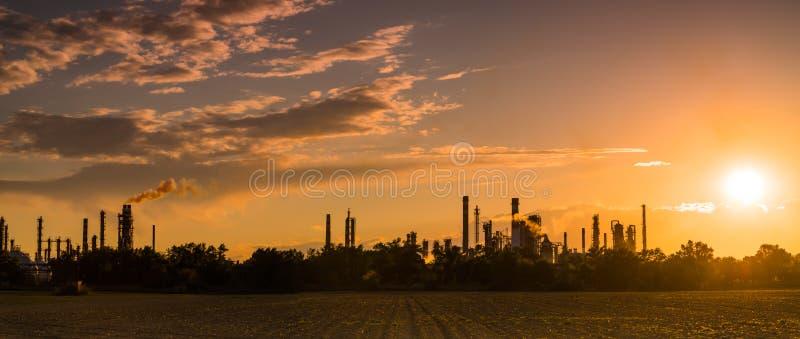 炼油厂全景 免版税库存照片