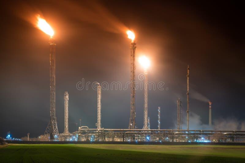 炼油厂夜 免版税库存照片