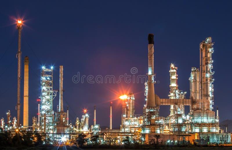 炼油厂微明 库存照片