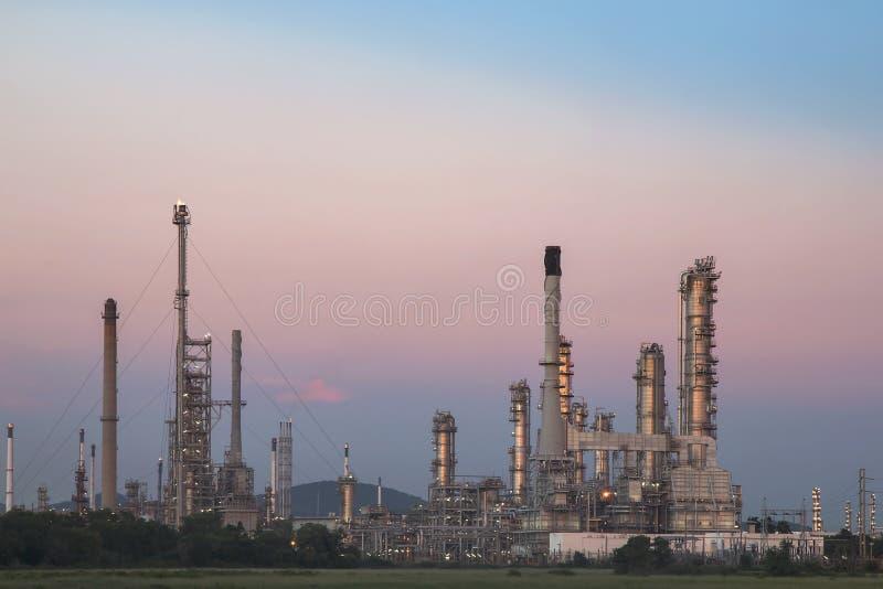 炼油厂微明 图库摄影