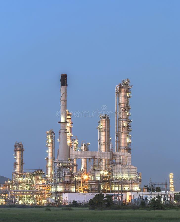 炼油厂微明 免版税库存图片