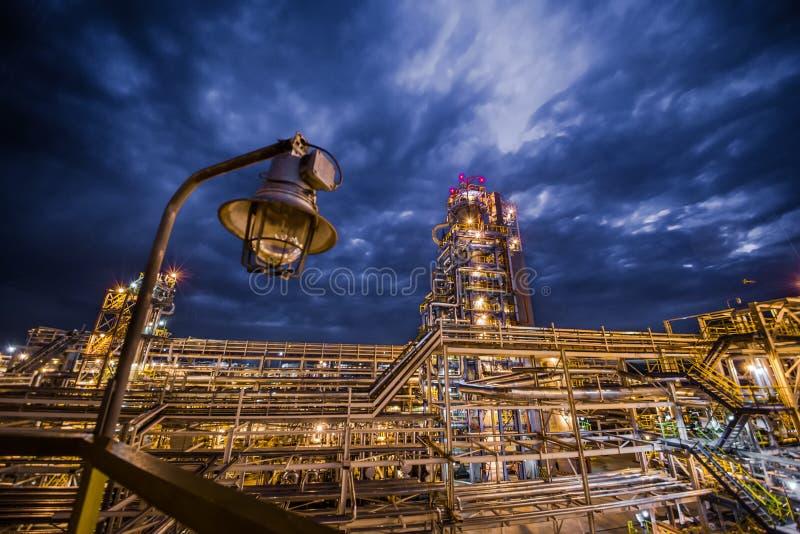 炼油厂晚上 免版税图库摄影