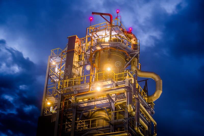 炼油厂晚上 免版税库存照片