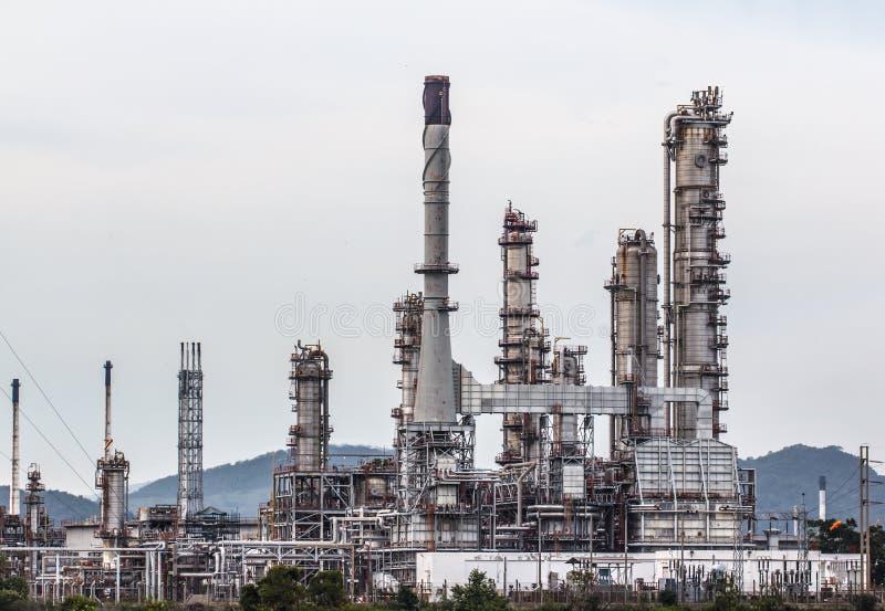炼油厂自白天 免版税库存图片
