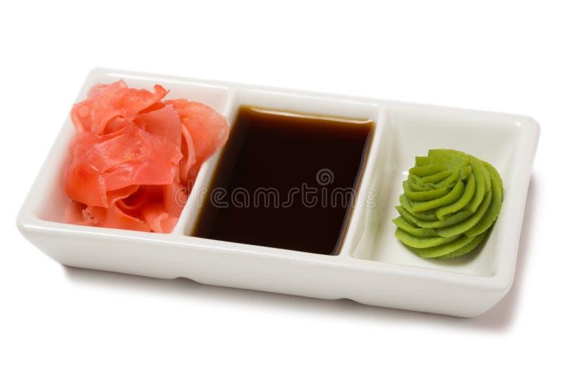 烂醉如泥的姜用酱油和山葵寿司的 免版税库存图片