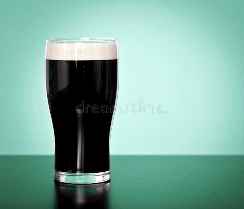 烈性黑啤酒 库存照片