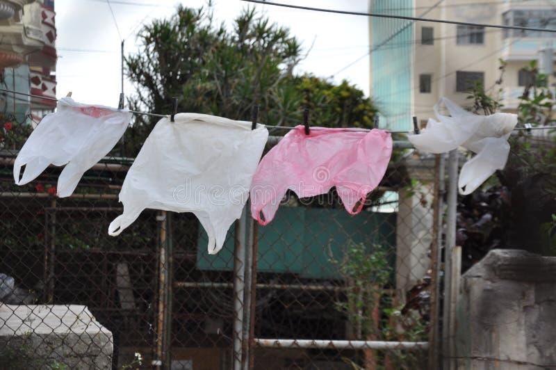 烘干在风,哈瓦那,古巴的塑料袋 免版税库存照片