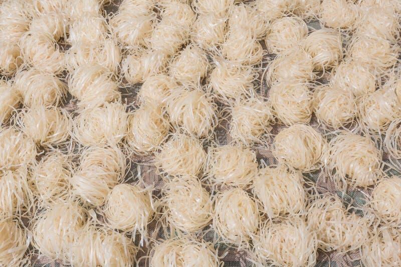 烘干的新鲜的做的米线 免版税图库摄影