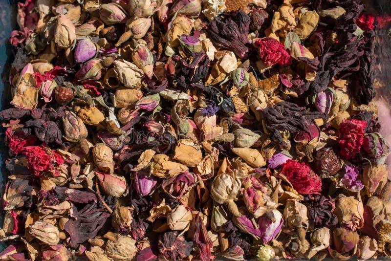 烘干草本植物在市场上待售 图库摄影