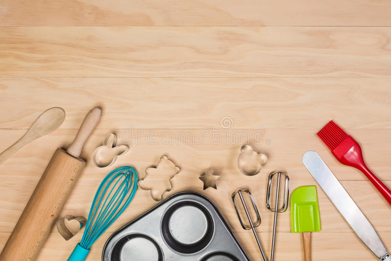 Download 烘烤和酥皮点心工具 库存照片. 图片 包括有 食物, 厨房, browne, 烹饪, 设备, 顶上, 松饼 - 62528370