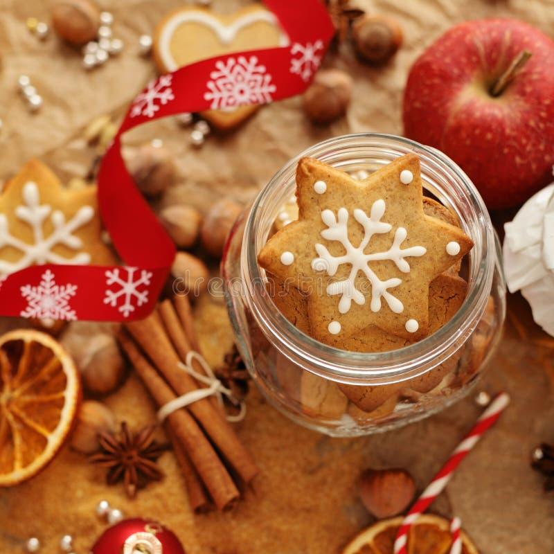 烘烤圣诞节曲奇饼重点月亮塑造星形 免版税库存照片