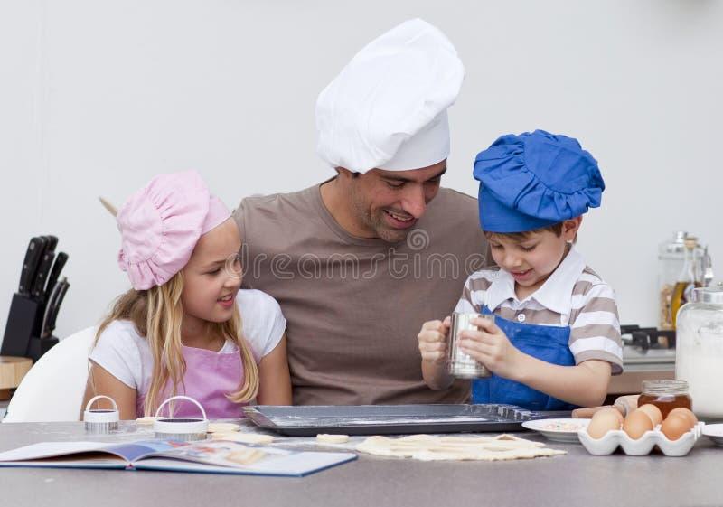 烘烤子项生厨房 库存照片