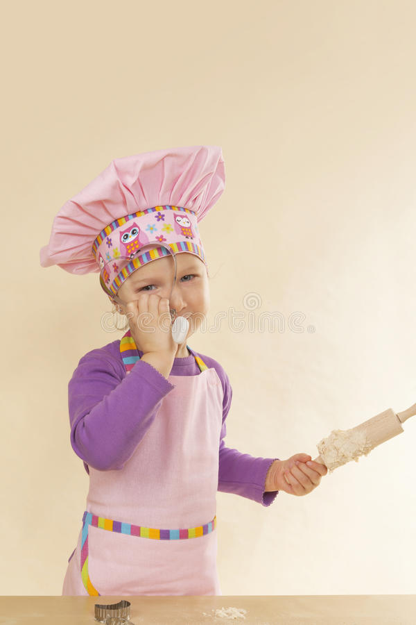 烘烤的逗人喜爱的女孩一点 免版税库存照片