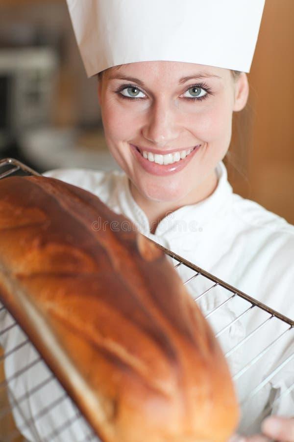 烘烤面包主厨女性微笑 免版税库存照片