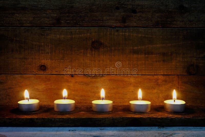 Download 烛光焰装饰在圣诞节节日 库存照片. 图片 包括有 浪漫, 和平, 祈祷, 欢乐, 焕发, 会议室, 言情 - 62525210