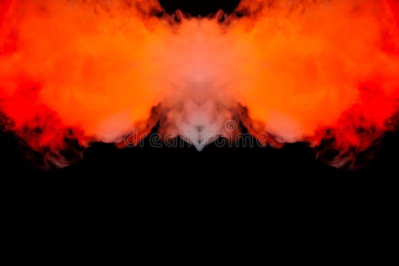 烟向上发火焰火,上升象专栏,重复红色和橙色空气的运动,卷曲和结霜入 免版税库存图片