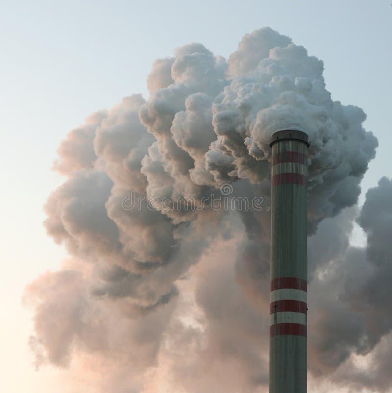 烟囱煤炭发电厂 免版税库存照片
