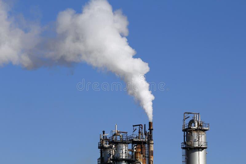 从烟囱的工业烟 免版税库存图片
