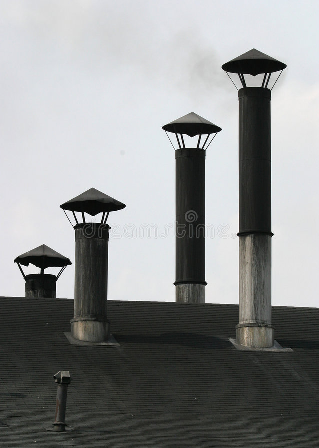 Download 烟囱 库存照片. 图片 包括有 通气管, 铁路, 垂直, 烟囱, 讨论会, 屋顶, 出气孔, 行业, 工厂, 发烟 - 57774