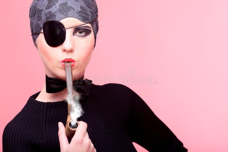Download 烟斗烟 库存图片. 图片 包括有 艺术, beauvoir, 人员, 赞誉, 艺术性, 成人, 表面, 人们 - 22355903