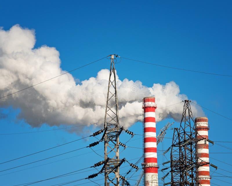 烟斗热电厂和正切塔 图库摄影