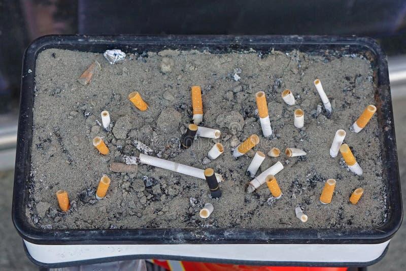 烟灰缸沙子 库存照片