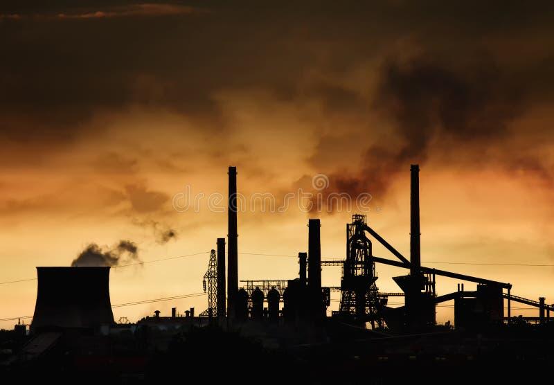 烟窗在工厂 免版税库存照片