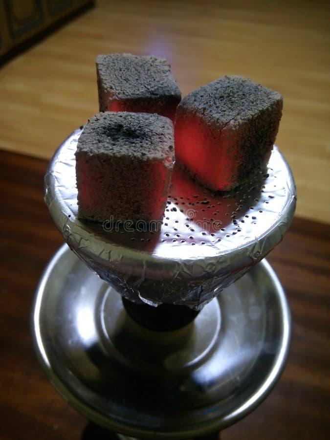 水烟筒和煤炭 免版税库存照片