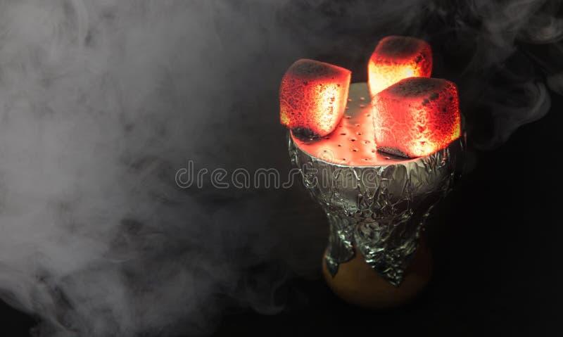 水烟筒热的煤炭 库存照片