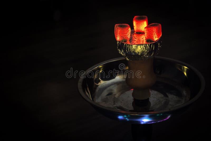 水烟筒热的煤炭 库存图片