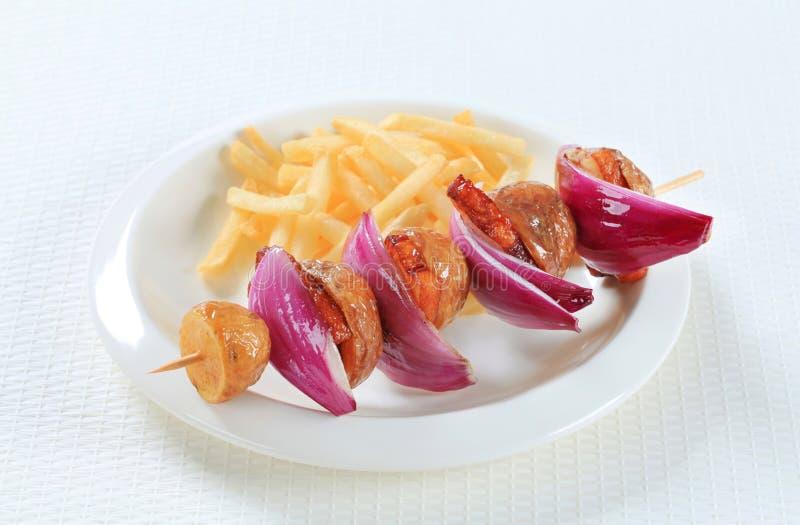 烟肉和土豆串用油炸物 免版税库存照片