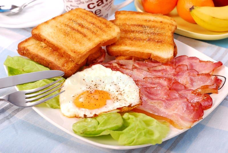 烟肉早餐鸡蛋 库存照片