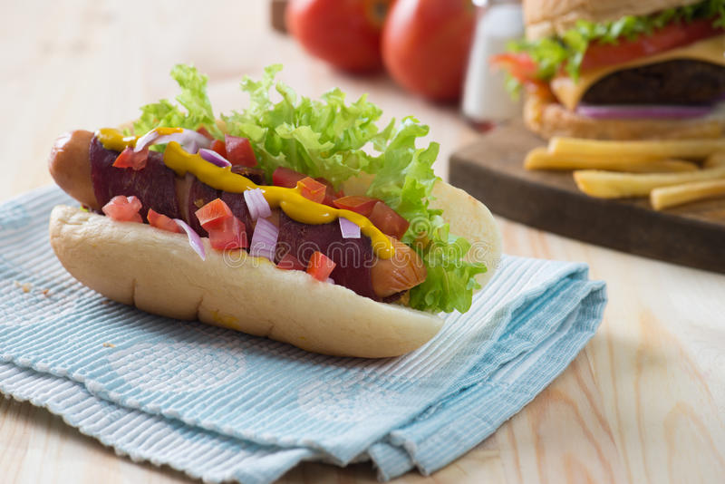Download 烟肉热狗 库存照片. 图片 包括有 可口, 没人, 可食, 背包, 猪肉, 旧货, 食物, 大使, 绿色 - 62537388