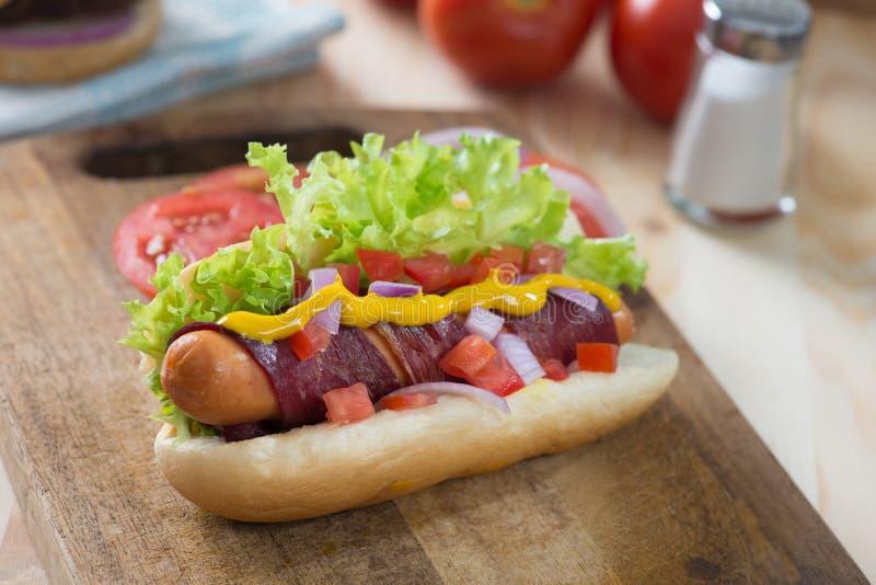 Download 烟肉热狗 库存图片. 图片 包括有 沙拉, 猪肉, 快速, 野餐, 午餐, 新鲜, 食物, 美味, 袋子 - 62537839